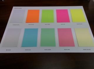 Lipnūs lapeliai užrašams ant spalvoto popieriaus